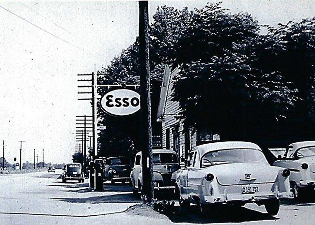 Lancaster's Esso Gas Store Govan Bamberg Olar