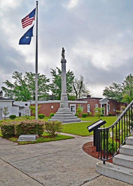 Confederate Monument Williamsburg Courthouse