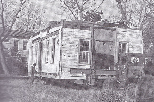 Fleming Jenkinson House being moved