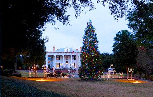 Lookaway Hall Christmas Tree