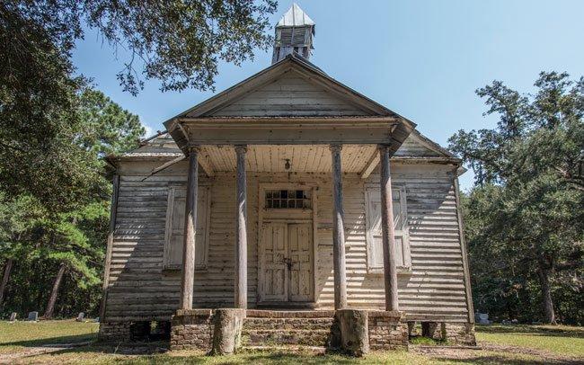 Taveau Church Front