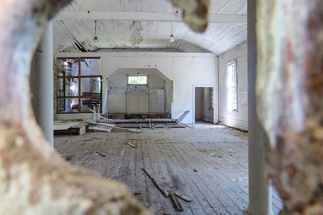 Taveau Church Interior