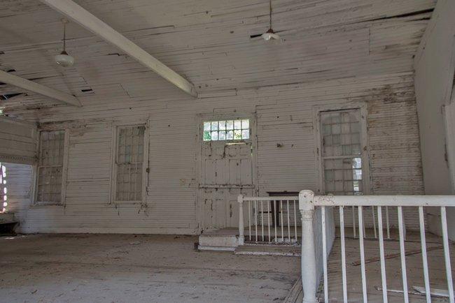 Taveau Interior