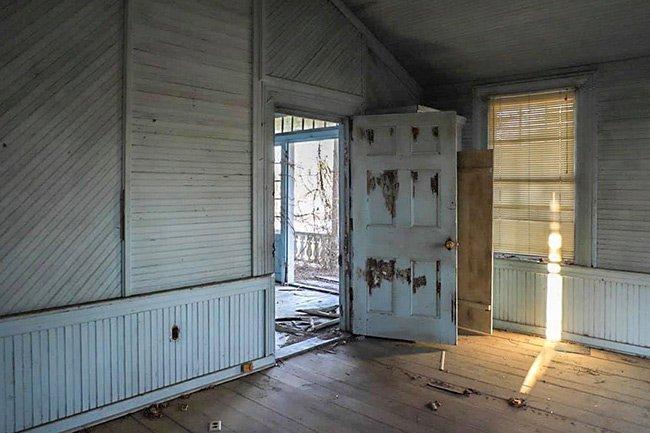 Warren Farm Back Room