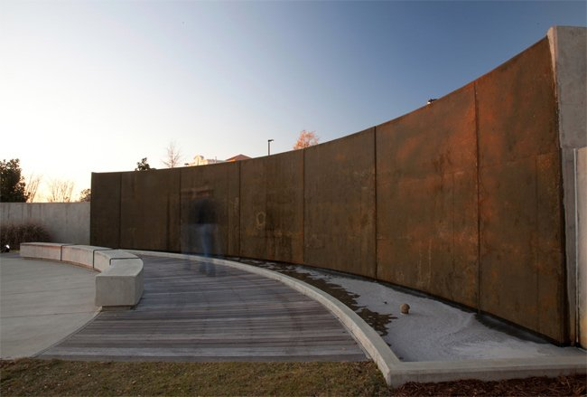 Water Wall Veterans Park