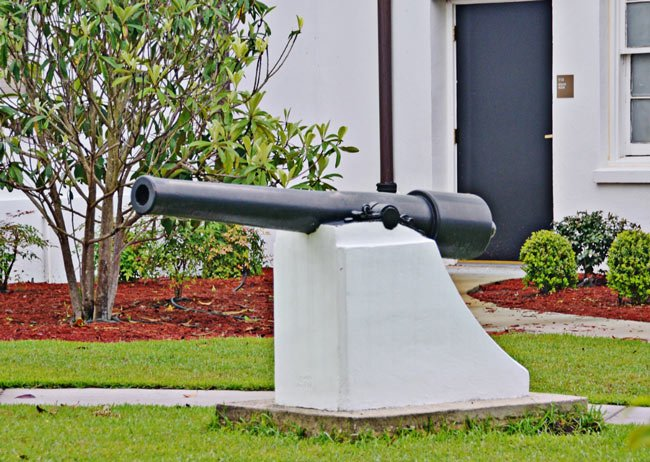 Williamsburg Courthouse Cannon